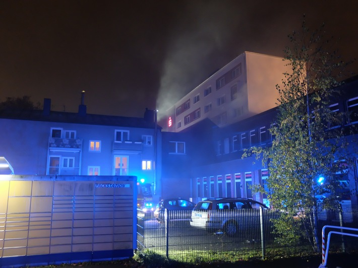 FW-GE: Brand in Sparkasse