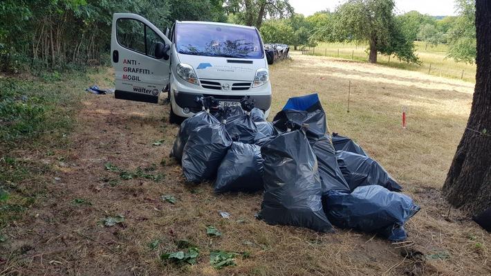 Teil der gesammelten Müllsäcke