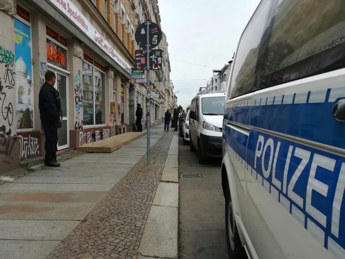 Durchsuchung vor einem Objekt in Leipzig (Quelle: Bundespolizei).
