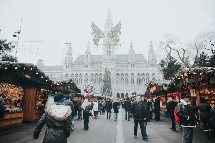 Wien, Salzburg, Nürnberg... - der Advent gehört hier zu den Top-Saisonen. Die Weihnachtsmärkte ziehen Gäste aus aller Welt an. Wer kurzfristig einen Ausflug plant, sucht oft lange nach einer bezahlbaren Unterkunft. Bei a&o, Europas größter Hostel-Kette, sind die Preise aber auch kurz vor Weihnachten ein Grund zum Feiern: Übernachtungen an absoluten Advent-Hotspots gibt´s bereits ab ? 14,50, bei unseren Geheimtipps sogar schon um etwa ? 10. So bleibt mehr Budget für den Weihnachtsbummel. Einige Anregungen gefällig?