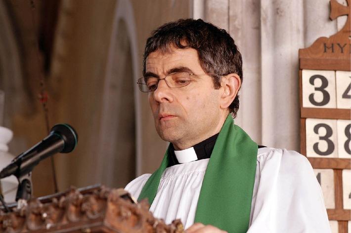 """Pechschwarzer Humor mit Herz:  Rowan Atkinson in """"Mord im Pfarrhaus"""" auf ProSieben am Ostersamstag"""