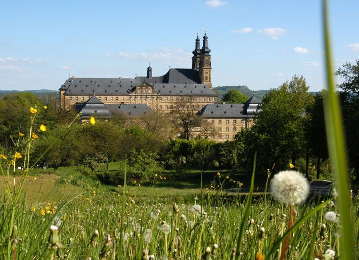 Idyllischer Veranstaltungsort: Die Wiese vor Kloster Banz Foto: Hanns-Seidel-Stiftung