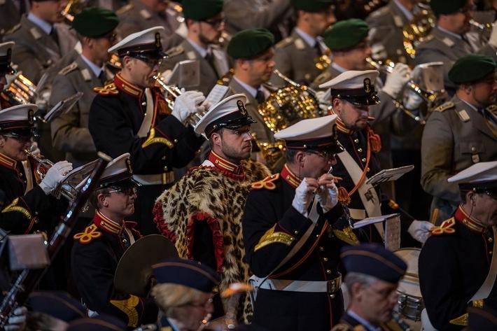 Beim Musikfest der Bundeswehr musizieren internationale und deutsche Militärorchester Seite an Seite.