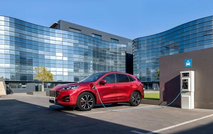 """Der neue Ford Kuga, ein 5-türiges Crossover SUV, ist startbereit: Kunden können die dritte Generation dieses europäischen Erfolgsmodells von Ford ab Oktober bestellen. Verkaufspreis: ab 31.900 Euro. Das mittelgroße Sport Utility Vehicle des Kölner Automobilherstellers steht zum Marktstart im Frühjahr 2020 in den Ausstattungslinien Titanium, Titanium X und ST-Line X in der Preisliste und wird zunächst mit vier unterschiedlichen Antriebskonzepten angeboten: einem 1,5-Liter-EcoBoost-Benziner, einem 2,0-Liter-EcoBlue mild-Hybrid mit 48-Volt-Technologie, einem 2,0-Liter-EcoBlue-Diesel sowie einem 2,5-Liter-Duratec-Benziner Plug-in-Hybrid (Bild). Zu einem späteren Zeitpunkt steht dann auch eine Voll-Hybrid-Version zur Wahl. Weiterer Text über ots und www.presseportal.de/nr/6955 / Die Verwendung dieses Bildes ist für redaktionelle Zwecke honorarfrei. Veröffentlichung bitte unter Quellenangabe: """"obs/Ford-Werke GmbH"""""""