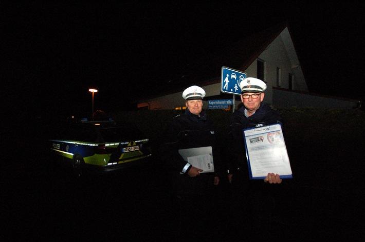 Polizeihauptkommissar Norbert Kloke (r.) und Kriminalhauptkommissar Randolf Latusek auf