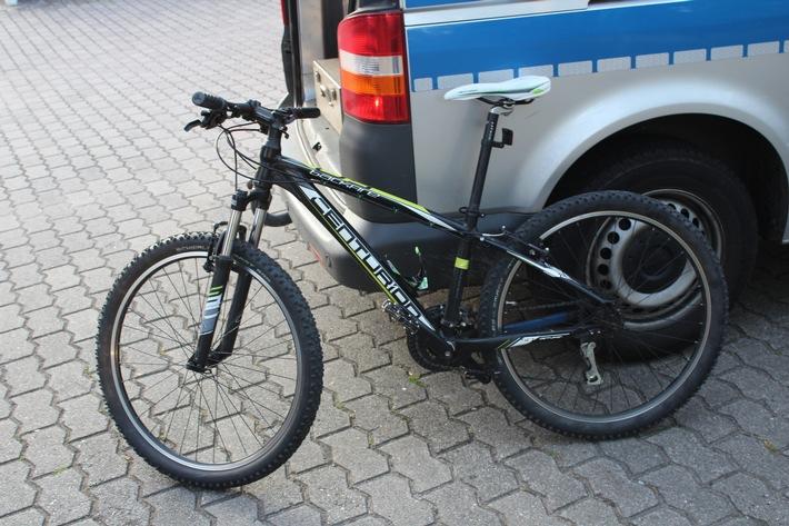 Das sichergestellte Fahrrad konnte an individuellen Merkmalen als das Anfang Juli gestohlene Rad identifiziert werden.