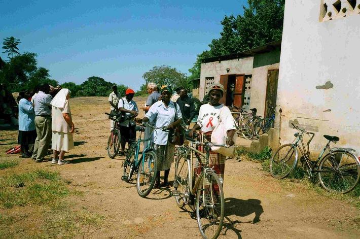 La catena di mercato JUMBO raccoglie biciclette usate per popolazioni in Romania e Africa