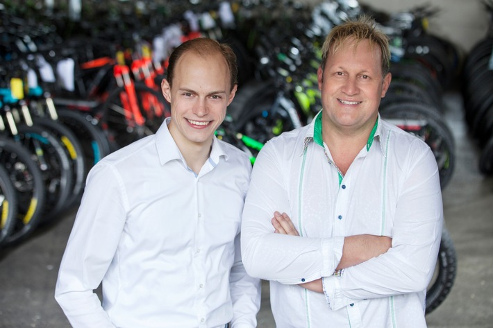 BILD zu OTS - Die CEOs Philipp Zimmermann und Richard Hirschhuber von Greenstorm Mobility GmbH freuen sich über die Auszeichnung durch das Wirtschaftsmagazin Inc.