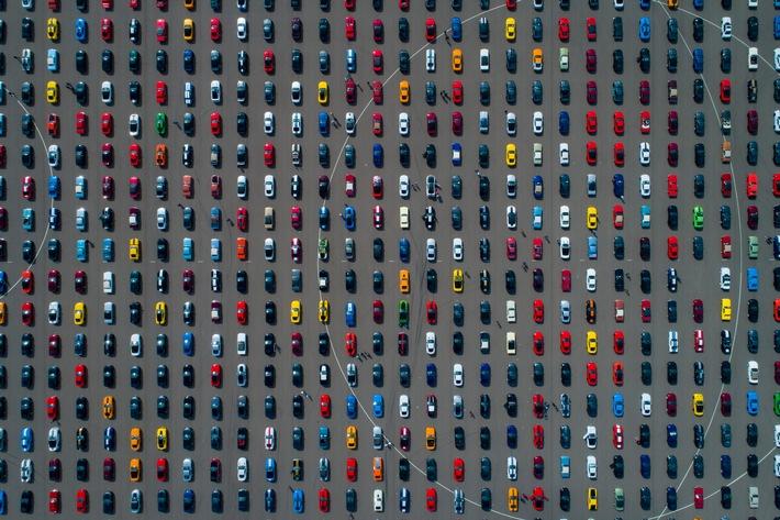 """Weltrekord auf dem Ford-Testgelände im belgischen Lommel: 1.326 Modelle des legendären Sportwagens bilden die größte Ford Mustang-Parade, die es jemals gab. Weiterer Text über ots und www.presseportal.de/nr/6955 / Die Verwendung dieses Bildes ist für redaktionelle Zwecke honorarfrei. Veröffentlichung bitte unter Quellenangabe: """"obs/Ford-Werke GmbH/Frank Abbeloos"""""""