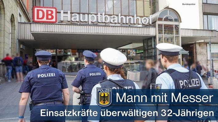 Gemeinsam gelang es Beamten der Landes- und Bundespolizei am Münchner Hauptbahnhof einen 32-Jährigen aus Sri Lanka, der ein Messer mit sich führte, zu überwältigen.