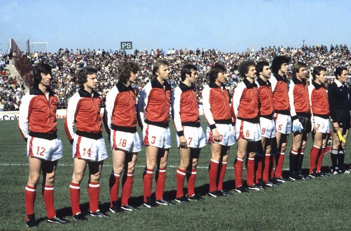 Die  Helden von Cordoba. Die österreichische Nationalmannschaft vor Ankick im Estadio Olímpico Chateau Carreras von Cordoba.