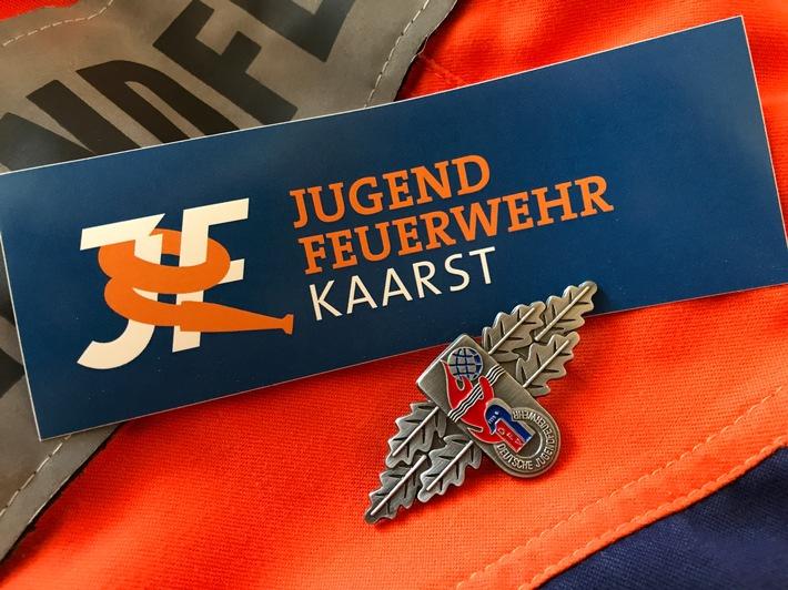 Symbolbild, Leistungsspange mit Logo der Jugendfeuerwehr Kaarst
