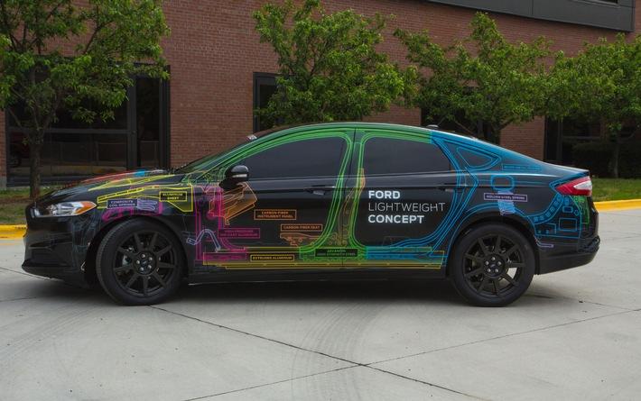"""Die Ford Motor Company und DowAska, der führende amerikanische Anbieter von Kohlefaser-Werkstoffen, arbeiten künftig eng zusammen. Gemeinsames Ziel ist die beschleunigte Entwicklung von Kohlefaser-Verbundwerkstoffen für künftige Ford-Baureihen und damit für die Großserien-Produktion. Außerdem geht es darum, die hohen Entwicklungskosten für entsprechende Verbundwerkstoffe zu senken. Der Leichtbau-Werkstoff Kohlefaser reduziert das Fahrzeuggewicht signifikant und verbessert so die Kraftstoffeffizienz - ohne Beeinträchtigung der Fahrzeugstabilität. Im Bild der US-amerikanische Ford Lightweight Fusion Concept. Das Fahrzeuggewicht dieser auf dem Ford Fusion basierenden Studie konnte gegenüber dem konventionellen Serienmodell um nahezu 25 Prozent reduziert werden. Weiterer Text über OTS und www.presseportal.de/pm/6955 / Die Verwendung dieses Bildes ist für redaktionelle Zwecke honorarfrei. Veröffentlichung bitte unter Quellenangabe: """"obs/Ford-Werke GmbH"""""""