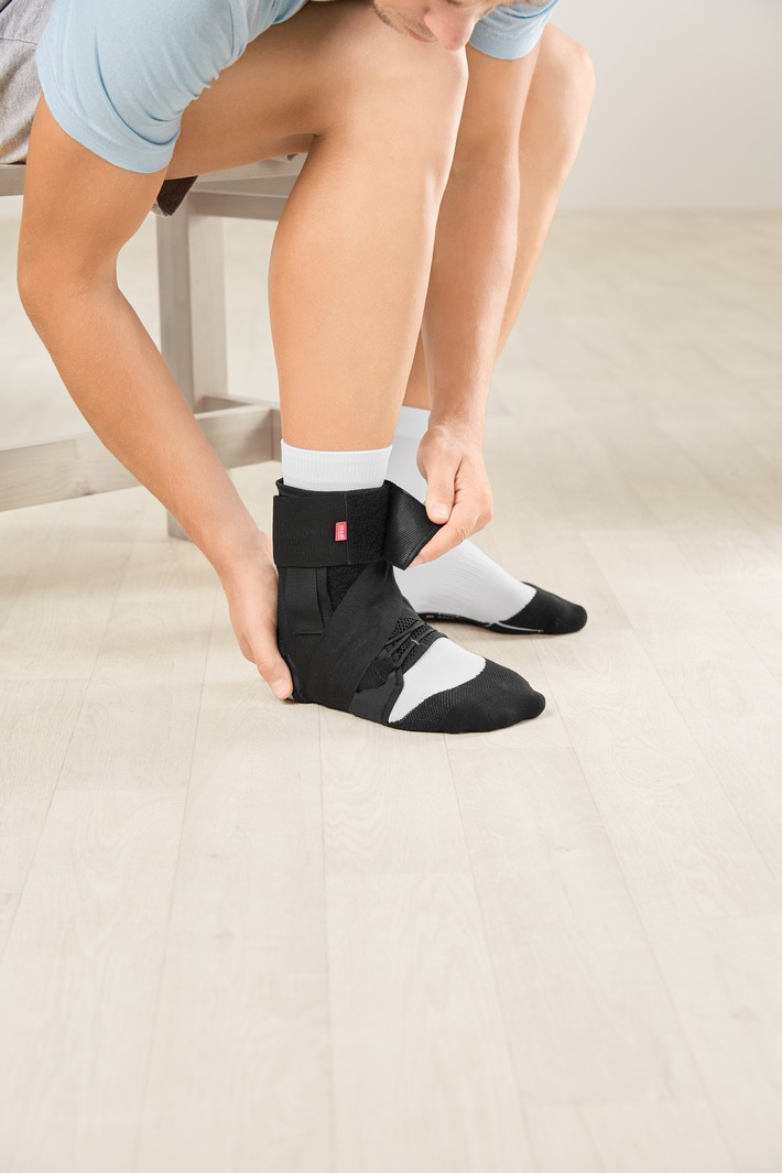 2-medi-2020-medi-Ankle-sport-brace-M-106644.jpg