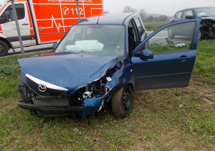Durch die Wucht der Kollision wurde der Mazda des 51-Jährigen auf ein Feld geschleudert