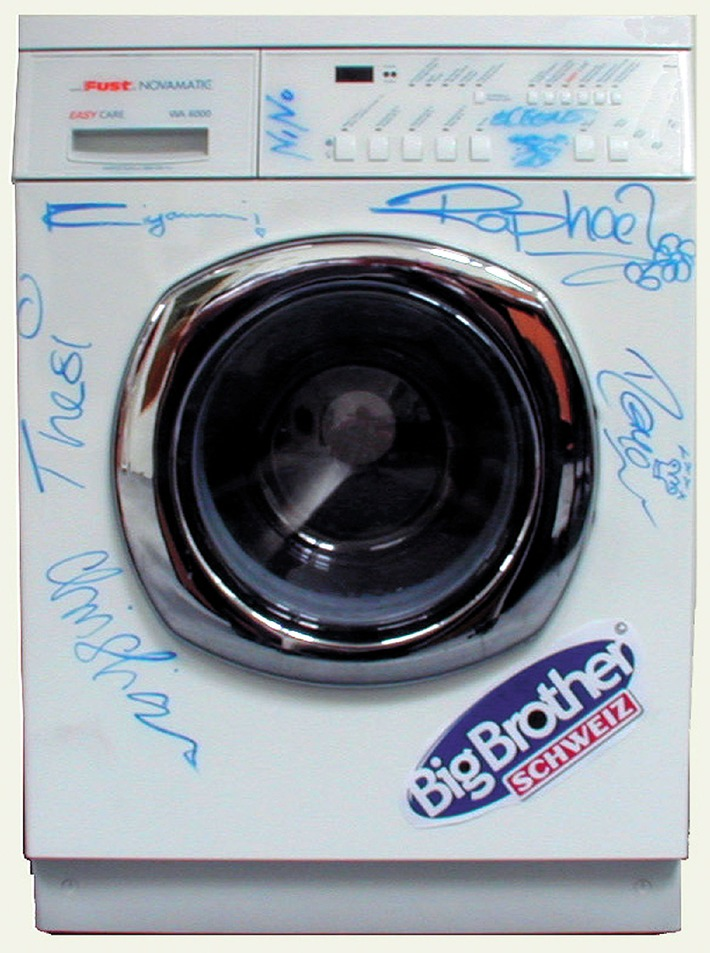 Benefiz-Versteigerung zu Gunsten Swissaid: Big Brother-Waschmaschine in Auktion gegeben
