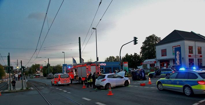 FW-E: Verkehrsunfall mit zwei PKW, zwei Verletzte