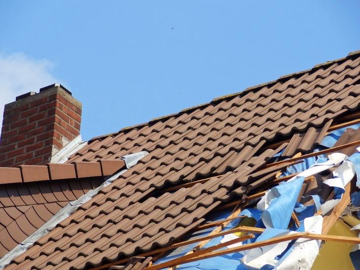 Orkantief Friederike führte zu vielen Schäden, beispielsweise an Hausdächern.