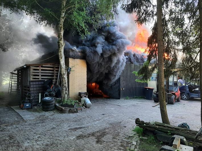 POL-WHV: Zetel - Werkstattschuppen in Blauhander Straße in Brand geraten - keine Verletzten (mit Bild)
