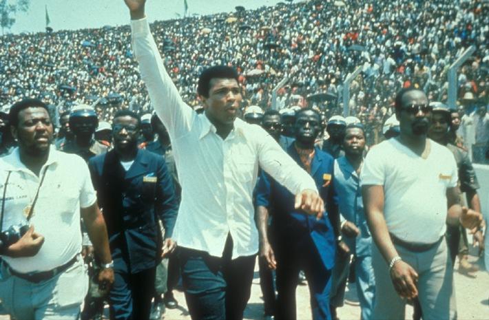 Muhammad Ali, ein Idol für viele Millionen Menschen, nimmt in Zaire ein Bad in der Menge..