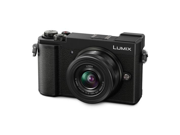 in LUMIX GX9: Große Klasse im kompakten GehäuseModernes Top-Modell mit anspruchsvoller Ausstattung wie 20 MP-Sensor, flexiblem Sucher, 5-Achsen-Dual-Bildstabilisator, DFD-AF, und 4K Video/Foto