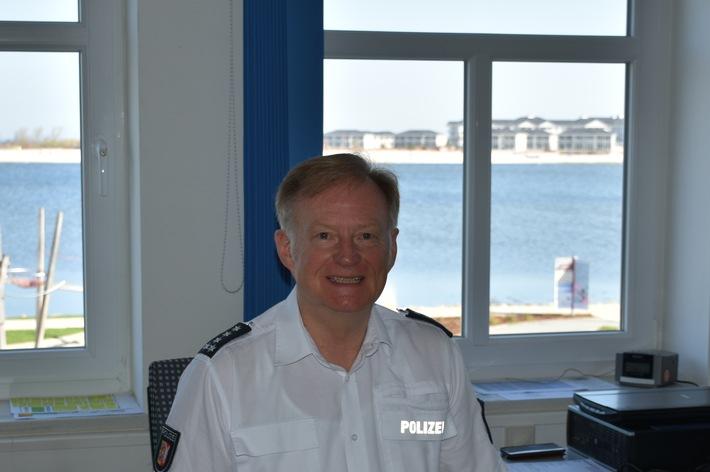 POL-HL: OH-Heiligenhafen    /  Nach 45 Jahren und 7 Monaten geht der Revierleiter Heiligenhafen Hartmut Steffen in den Ruhestand