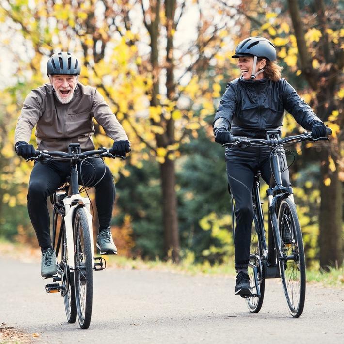 """Das E-Bike kann Berufspendler zum Umstieg vom Auto in die E-Mobilität auf zwei Rädern bewegen. Weiterer Text über ots und www.presseportal.de/nr/121326 / Die Verwendung dieses Bildes ist für redaktionelle Zwecke honorarfrei. Veröffentlichung bitte unter Quellenangabe: """"obs/VIACTIV Krankenkasse/gettyimages"""""""