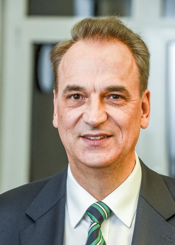 2_Dr.-Frank-Schiefelbein_Foto-PHD_rgb.jpg