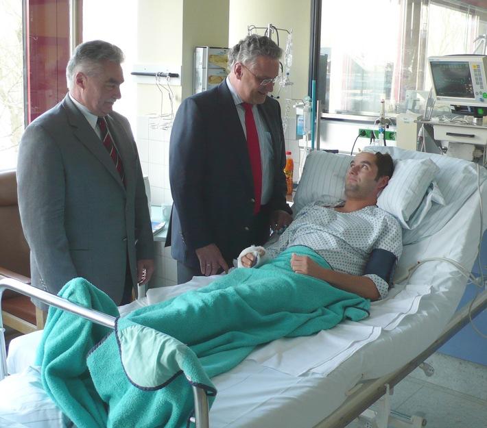POL-MFR: (57) Innenminister Joachim Hermann besucht schwerverletzten Polizeibeamten auf der Intensivstation