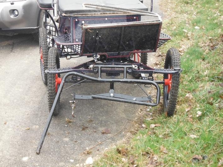 POL-DN: Kutsche rammte geparkte Autos