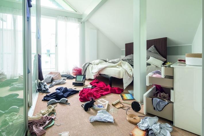 Wohnungseinbruch - verwüstetes Zimmer