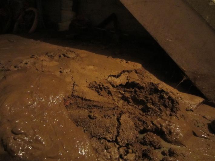 FW-MH: Wasser in Kellern nach Starkregen #fwmh