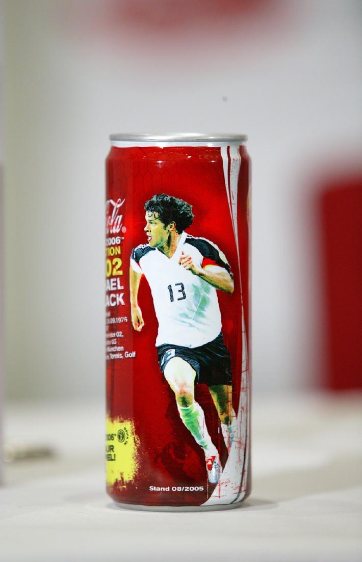 Dosenedition mit Kultstatus / Coca-Cola bringt Sammeldose mit Deutschlands Nationalspielern heraus
