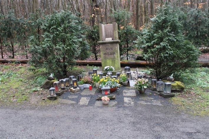 POL-DN: Marienstatue aus Gedenkstätte entwendet