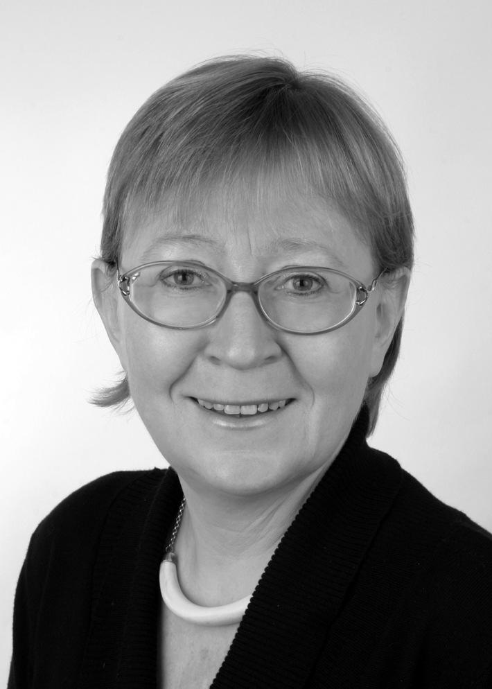 """Hedwig Kellner ist freie Unternehmensberaterin, Managementtrainerin und Sachbuchautorin. Ihr nächstes Seminar bei der MW Media Workshop GmbH: """"Führen ohne Vorgesetztenfunktion"""" am 6. und 7. April 2017 in Berlin. Weiterer Text über ots und www.presseportal.de/nr/104299 / Die Verwendung dieses Bildes ist für redaktionelle Zwecke honorarfrei. Veröffentlichung bitte unter Quellenangabe: """"obs/MEDIA WORKSHOP/Hedwig Kellner"""""""