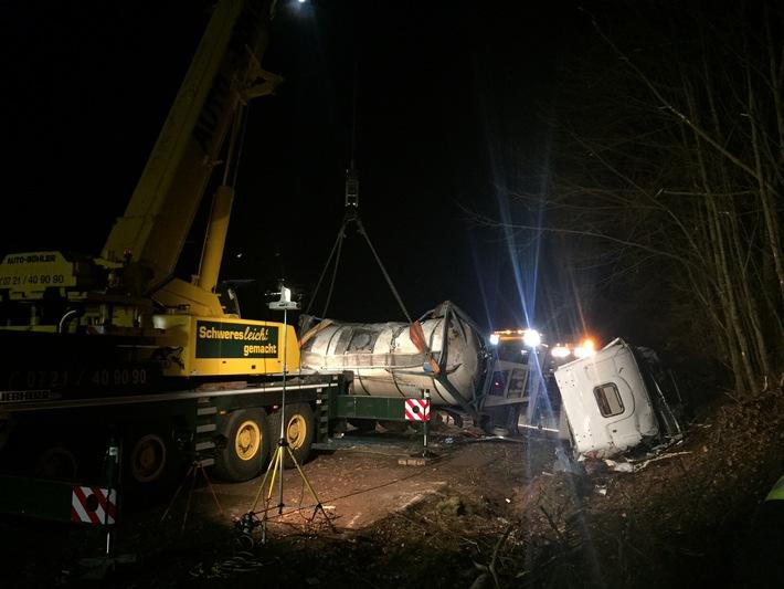 POL-PDLD: Lingenfeld - Lkw- Unfall auf der B9