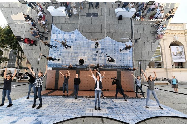 Elbphilharmonie Auf Roadshow Prasentiert Von Hamburg Marketing