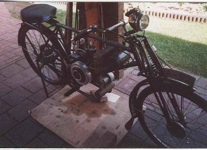 """POL-CUX: Wo ist das abgebildete Motorrad nach einem Einbruch hingekommen? (Klicken Sie weiter unten auf die """"Digitale Pressemappe"""" und erhalten das Bild als Download)"""
