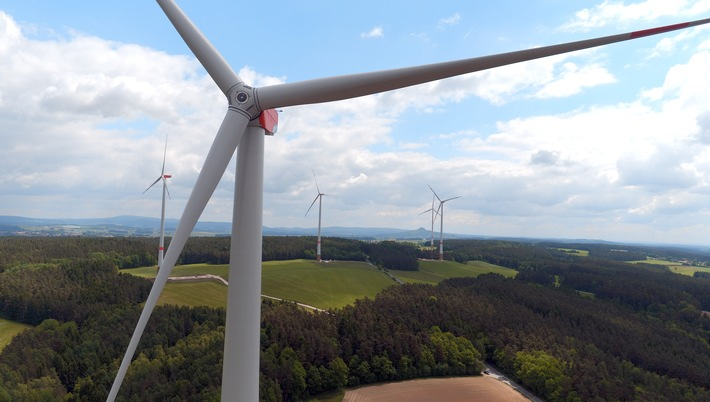 Windanteil im kommunalen Strommix steigt - Trianel und Stadtwerke nehmen Windparks in Bayern in Betrieb