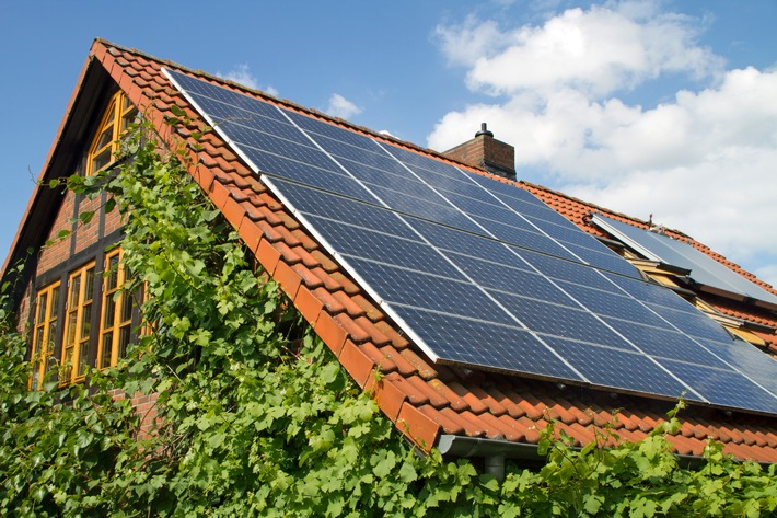 Woche der Sonne: Erdgas und Solar als ideales Duo / Effiziente Erdgastechnologien clever mit Sonnenenergie kombinieren