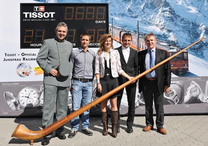Tissot sur le toit de l'Europe - Un train du Chemin de fer de la Jungfrau aux couleurs de Tissot prend la destination de la plus haute gare d'Europe