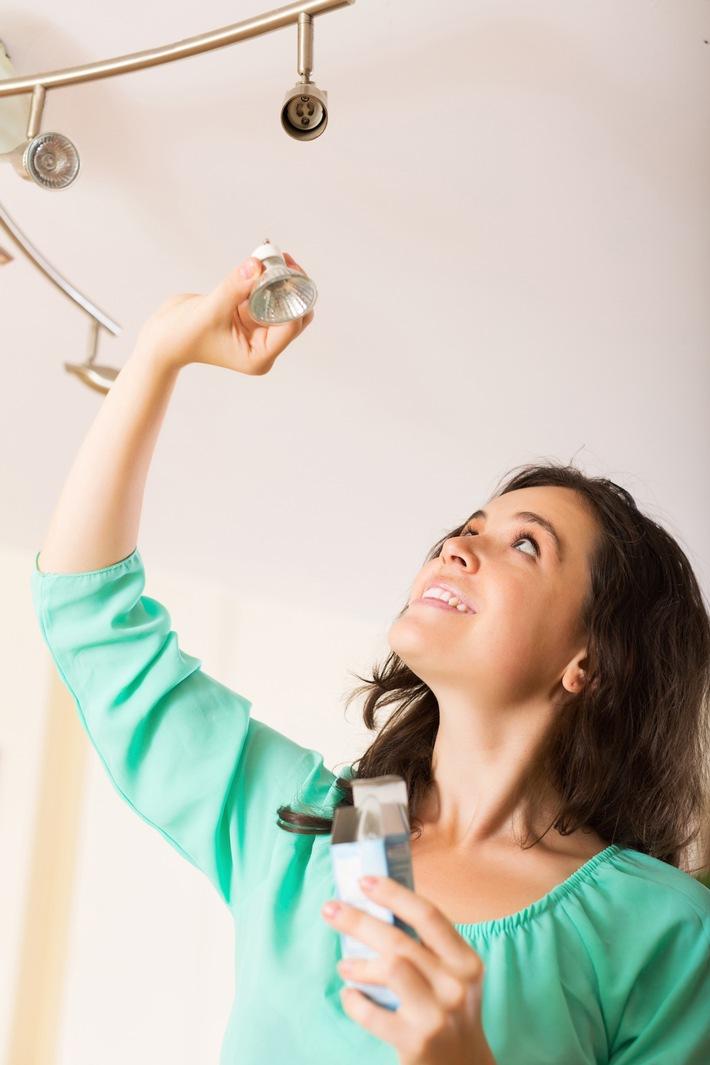 energiesparen leuchten licht leerlauf eine aktuelle forsa umfrage zeigt immer. Black Bedroom Furniture Sets. Home Design Ideas