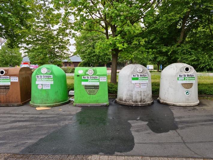 POL-WHV: Öl in Altglascontainer gekippt (FOTO) - Spezialfirma kann Verunreinigung der Oberflächenentwässerung abwenden - Polizei Varel ermittelt wegen unerlaubtem Umgang mit Abfällen und bittet um Zeugen