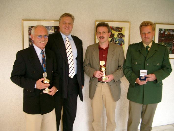 Landrat Wolfgang Spelthahn mit Robert Horn, Horst Lock und Jürgen Kallscheuer