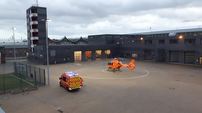 FW-MH: Rettungshubschrauber landet auf der Hauptfeuerwache