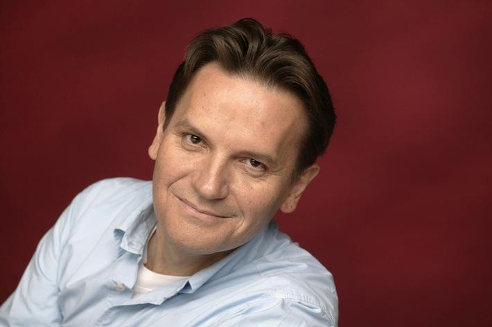"""Detlev Jöcker, Deutschlands erfolgreichster Kinderliedermacher 2005. Die Verwendung dieses Bildes ist für redaktionelle Zwecke honorarfrei. Abdruck bitte unter Quellenangabe: """"obs/Menschenkinder Verlag"""""""
