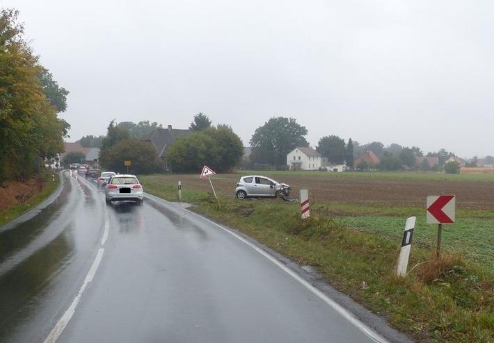 Auto geriet in den Graben und überschlug sich. Foto: Polizei Minden-Lübbecke