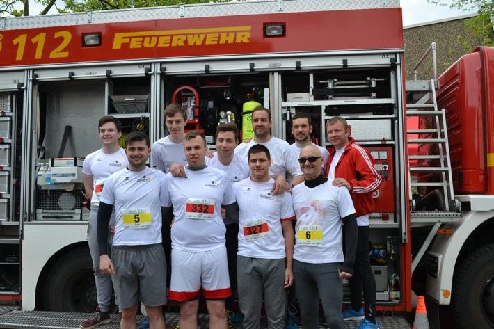 Das Team der Feuerwehr Mettmann vor dem Start beim Mettmanner Bachlauf 2018