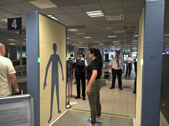 Bild: Bundespolizei Reisende nutzen ab heute auch den neuen Sicherheitsscanner