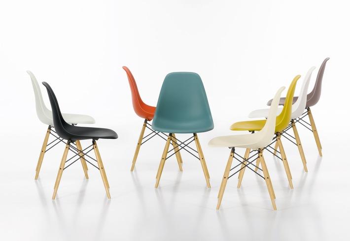 Bei Einer Einzigartigen Promotion Gibt Es Den 6. Designer Stuhl Von Vitra  Eames Gratis